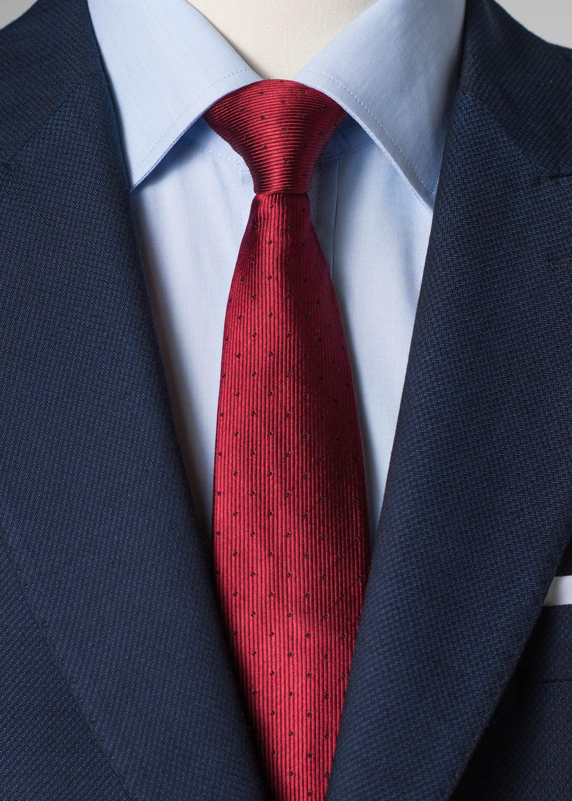 Czerwony jedwabny krawat w kropki