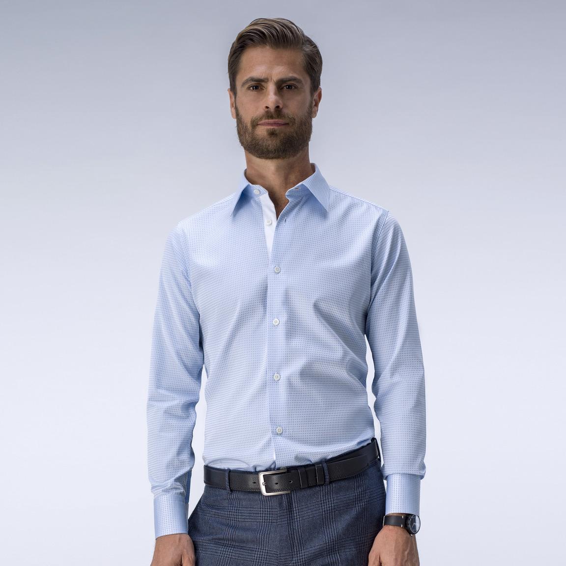 Mönstrad ljusblå skjorta