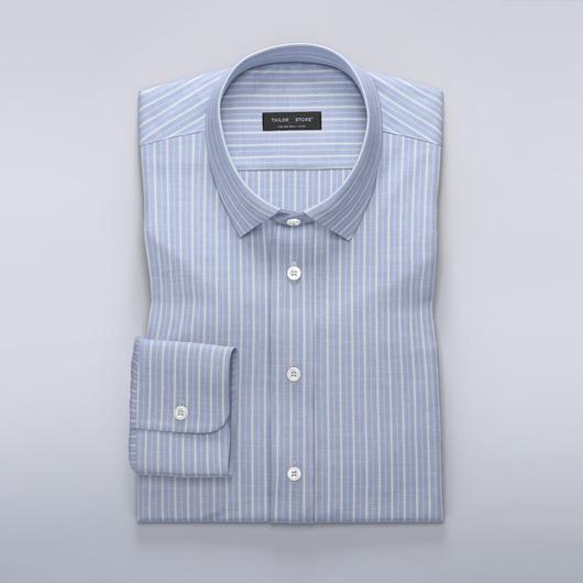 Luftiges hellblaues Hemd mit Streifen