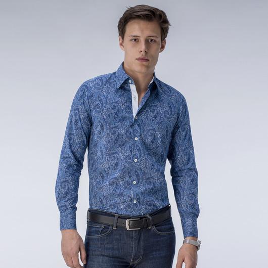 Gedrucktes blaues Hemd