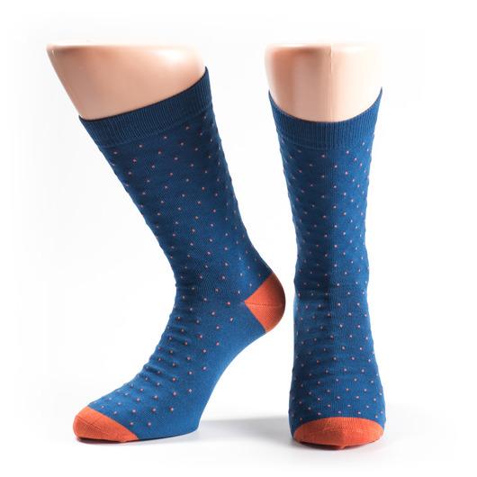 Socken in Blau mit orangefarbenen Punkten