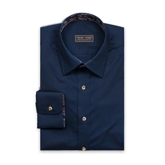 Skjorte i navy med subtile kontraster